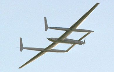 Voyager ends its round-the-world trip in December 1986.