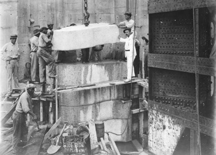 Placing granite in the hollow quoin. Dry Dock No. 1, Balboa, June 21, 1915