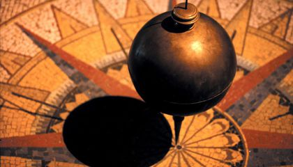 How Does Foucault's Pendulum Prove the Earth Rotates?