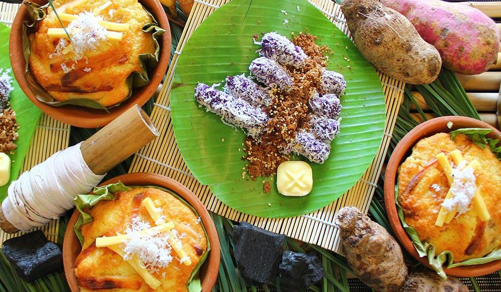 At <em>Nochebuena</em>, Filipinos serve <em>puto bumbong</em>, steamed purple rice with sugar and coconut, as well as a sweet bread known as <em>ensaymada</em>.
