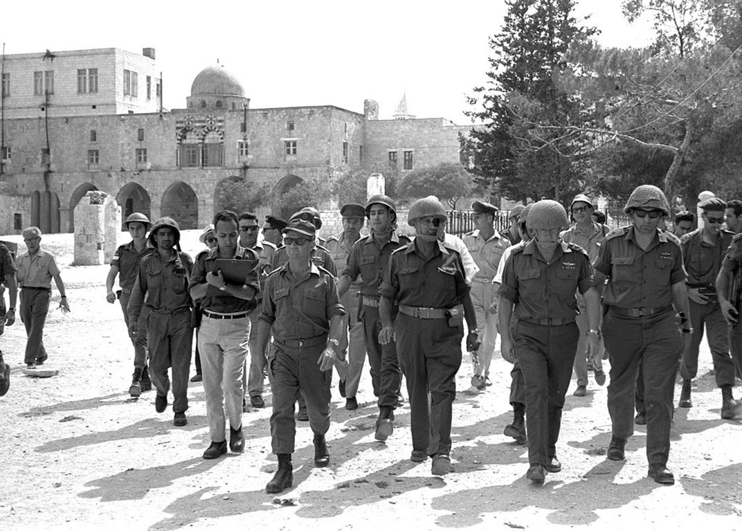Members Of The Israeli Defense Staff In The Old City Of Jerusalem During The Six Day War Wikimedia Commons