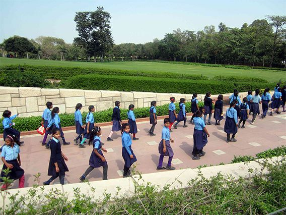 Schoolchildren at Gandhi Samadhi tomb (Photo courtesy of Isabelle Smith)
