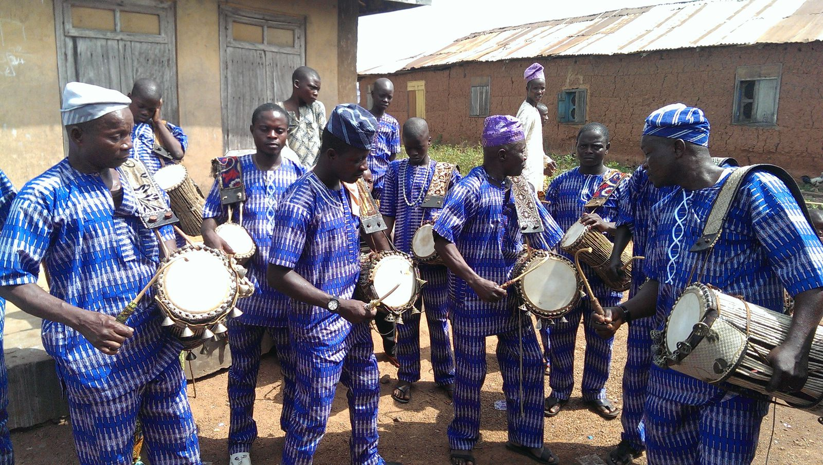 How Does the West African Talking Drum Accurately Mimic Human Speech?