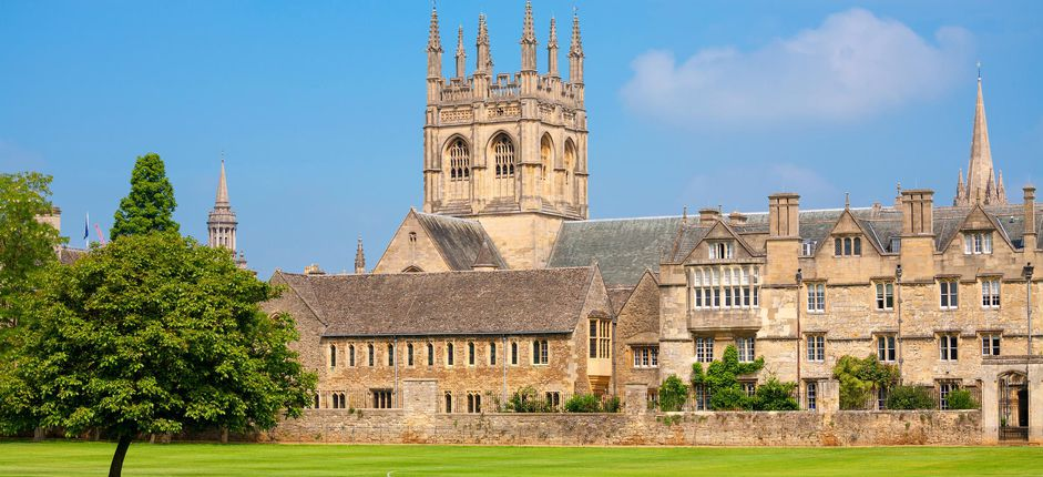 Smithsonian at Oxford <p>Spend a week living at historic Oxford University and sample life as a student at Merton College. Study with renowned Oxford tutors and delve into one of our fascinating courses.</p>