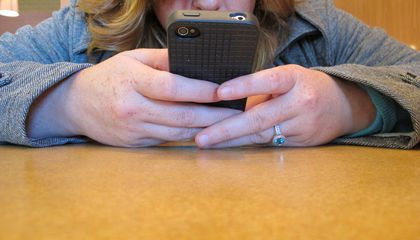Parents Playing With Their Phones Have Less Patience for Their Kids