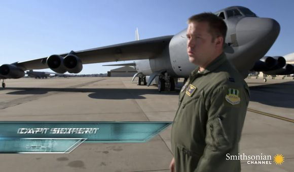 Preview thumbnail for video'Air Warriors: The B-52