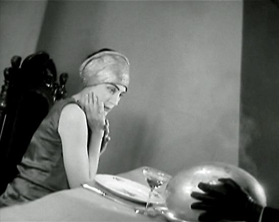 Hildegarde Watson as Madeline Usher in The Fall of the House of Usher