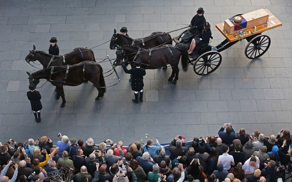 King Richard III gets funeral, 530 years after death