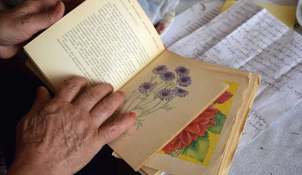 Greta has collected countless books containing valuable information on Armenia's herbs and edible plants, which are difficult to find anywhere else. She has also saved old hand-written recipes, passed down from her grandmother and great-grandmother.