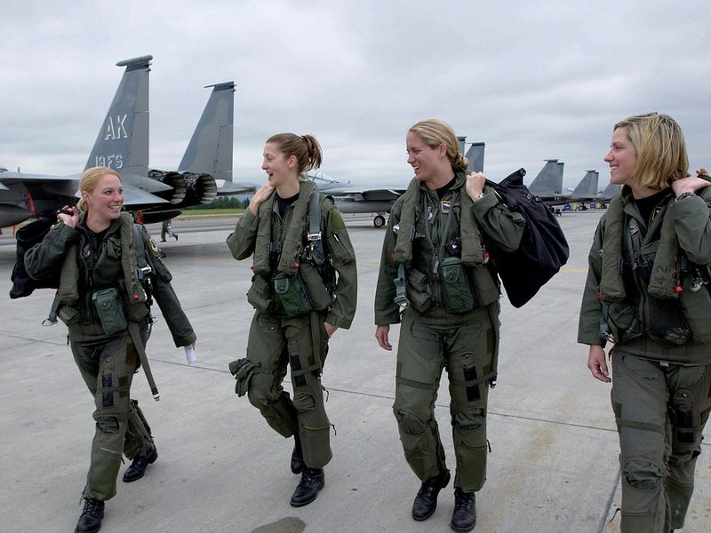 F-15_Eagle_female_pilots,_3rd_Wing.jpg