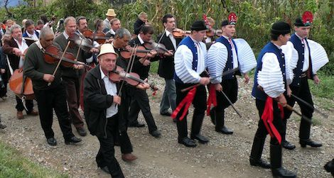 A wedding procession moves from the groom's house to the bride's house in Szék/Sic, Transylvania.