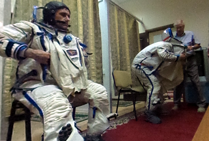 Spacesuit changing room.png