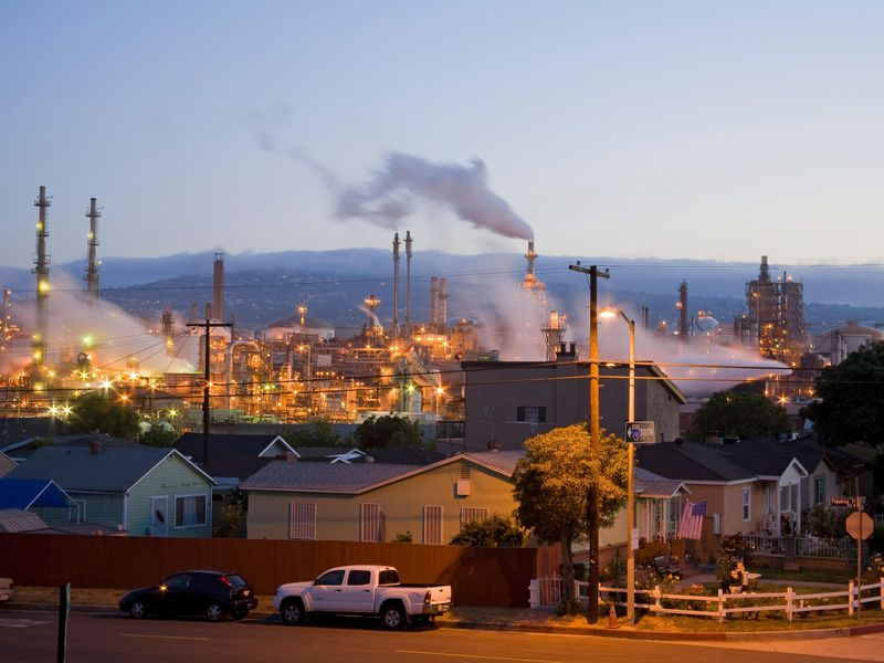 Wilmington refinery and houses