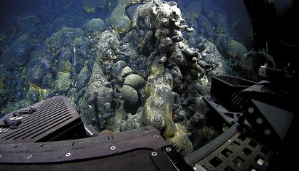 Researchers Unearth Glass Labyrinth Created by Underwater Volcanic Eruption