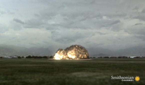 Preview thumbnail for video'Photographer Witnesses Final Moments Before Plane Crash