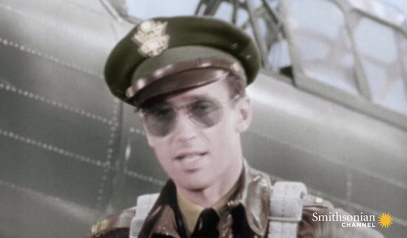 Preview thumbnail for video'How Hollywood encouraged military service during World War II