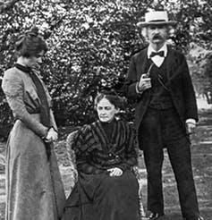 Mark Twain with his wife, Olivia, and daughter, Clara