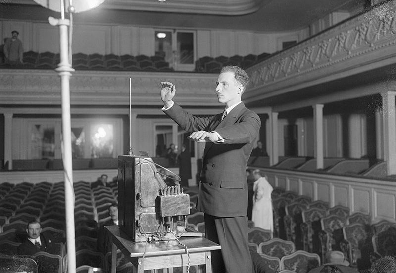 Theremin playing his theremin.jpg