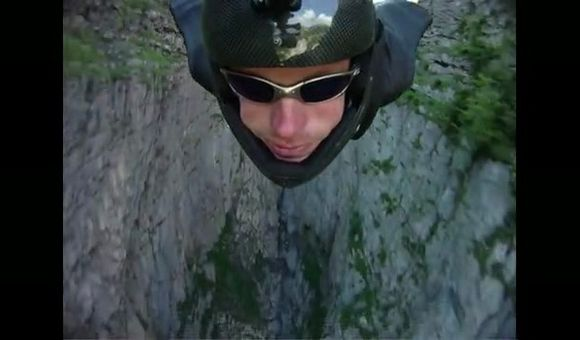 Preview thumbnail for video'Jeb Corliss in Flight