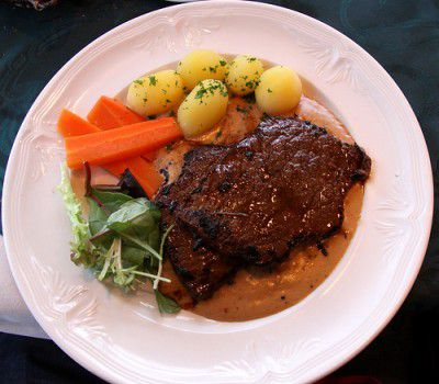 20110520090136whale-steak-by-ChrisGoldNY_3671440407_47c1be38c3-400x350.jpg
