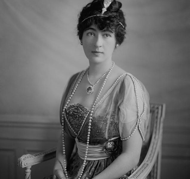 Evalyn McLean (c. 1914) wearing the Hope Diamond
