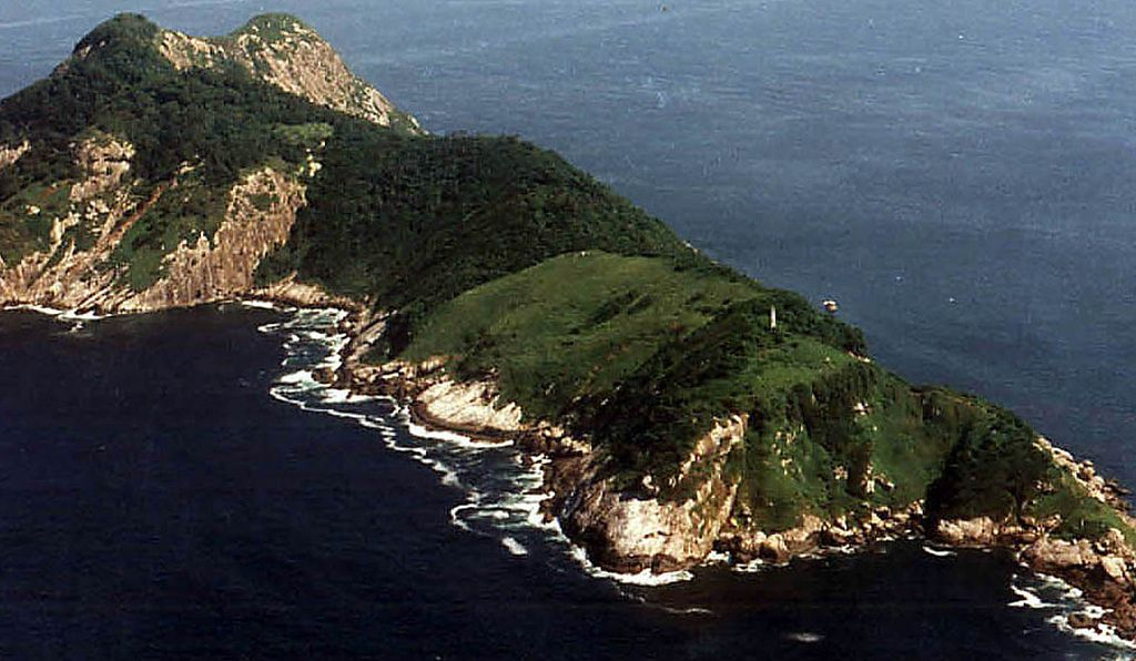 Ilha da Queimada Grande looks very pretty from far away—but terrifying up close.