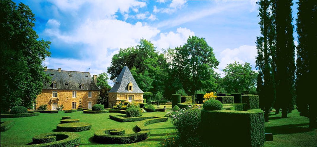 """France's finest """"English"""" gardens on the grounds of Eyrignac Manor"""