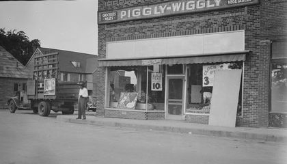 The Bizarre Story of Piggly Wiggly, the First Self-Service Grocery Store