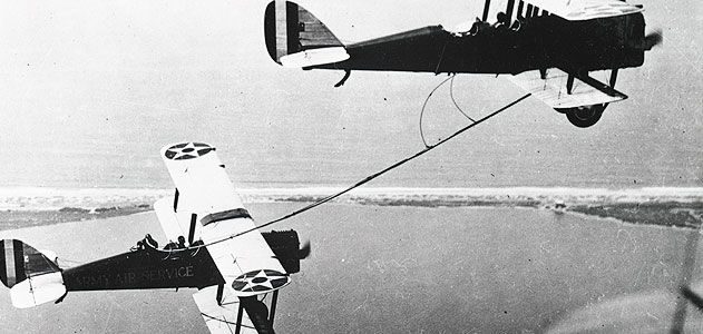 Early aerial refueling required catching the hose by hand, as the back-seater in the de Havilland DH-4B (left) did in 1923.
