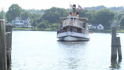 America's Oldest Coal-Powered Steamboat Chugs Along