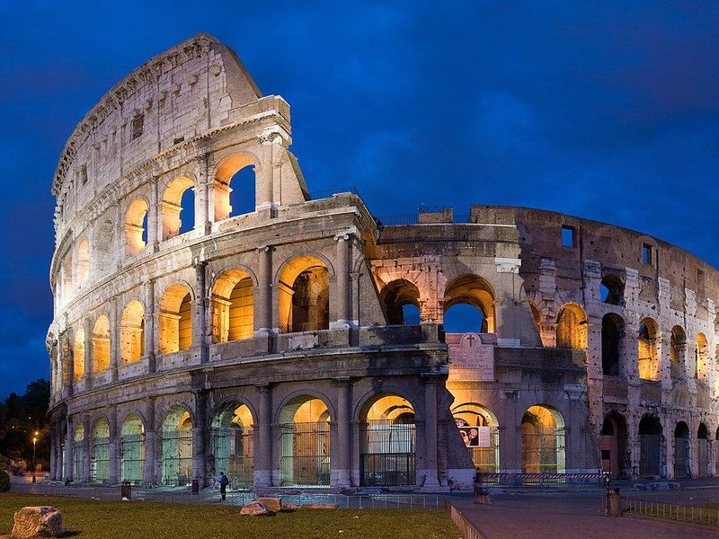 1280px-Colosseum_in_Rome,_Italy_-_April_2007.jpg