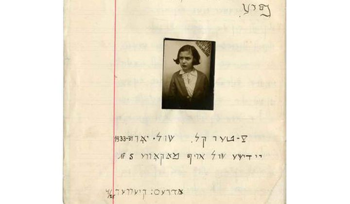 Cover of the autobiography of Beba Epstein written in the 1933-34 school year, with a picture of her. (Photo credit: YIVO Institute for Jewish Research. The Martynas Mažvydas National Library of Lithuania is the custodian of Beba Epstein's autobiography, which was digitized with their consent as part of the Edward Blank YIVO Vilna Online Collections project)