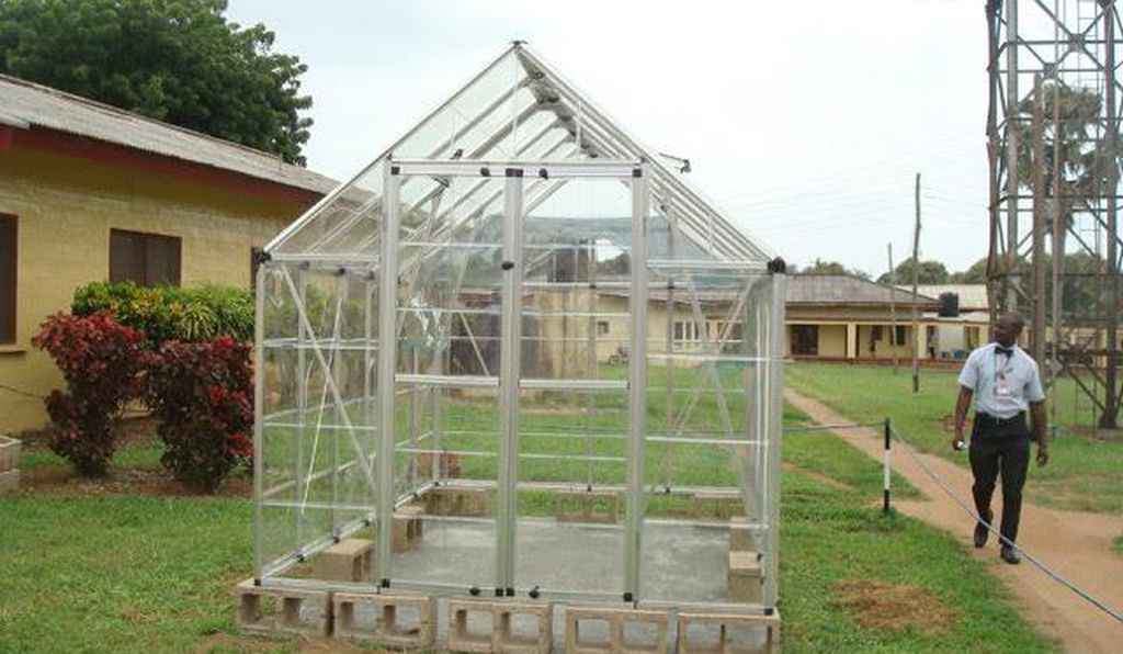 A greenhouse-style canopy (Courtesy of Hendrik Vreman)