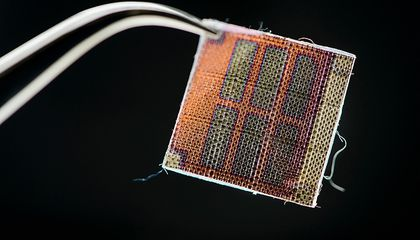 A Chemist and a Designer Team Up to Weave Solar Panels Into Fabric