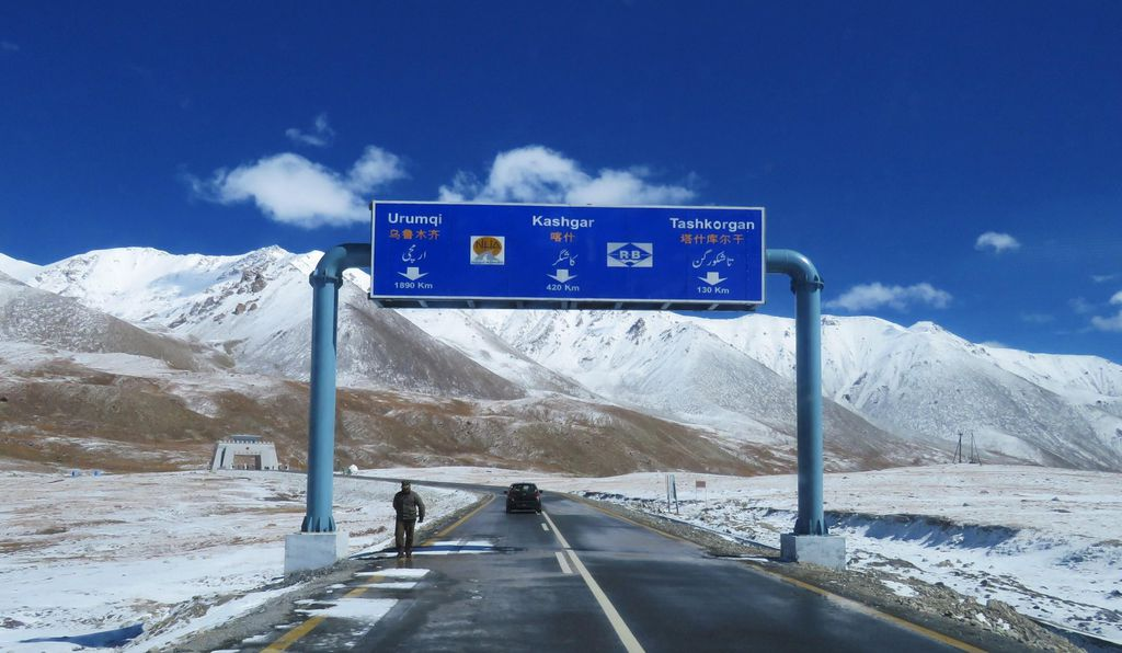 Khunjerab Pass is a mountainous roadway between Pakistan and China.