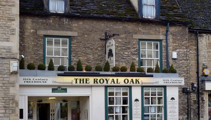 "Why ""The Royal Oak"" Is a Popular Pub Name in the U.K."