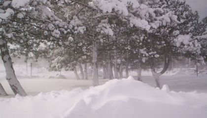 Will the Next Lake-Effect Snowstorm be Severe? Ask Mountains Far Far Away