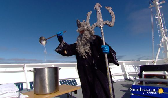 Preview thumbnail for video'Arctic Cruise Line Baptizes Its Passengers in Ice