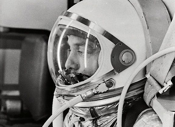 20130611120036482px-Alan_Shepard_in_Space_Suit_before_Mercury_Launch_-_GPN-2000-001023.jpg