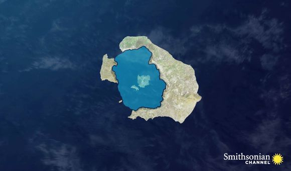 Preview thumbnail for video'The Entire Bay of Santorini Is an Active Volcanic Crater