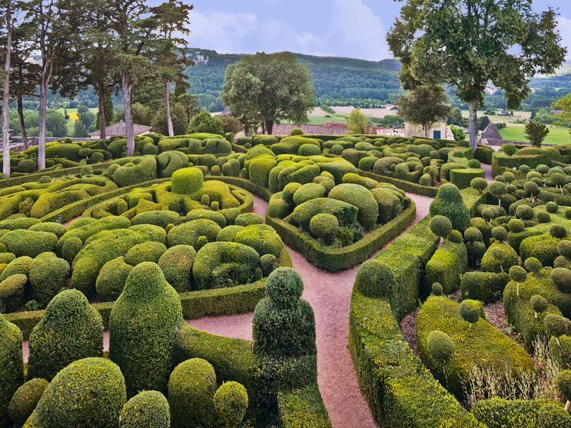 Marqueyssac gentle hill topiary