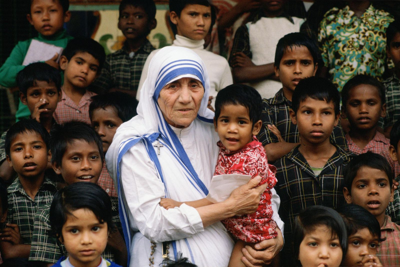 Mother Teresa Will Become an Official Saint | Smart News | Smithsonian  Magazine