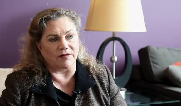 Preview thumbnail for video'Red Hot Kathleen Turner Discusses Molly Ivins