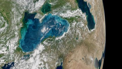 The Strait That Separates Europe and Asia Turned a Brilliant Turquoise