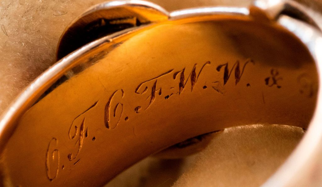 A set of initials engraved on the inside of the ring refers to the three friend's names.