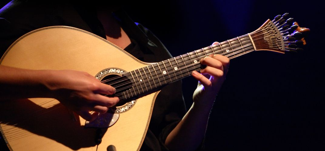 Traditional guitar accompaniment for <i>fado</i> music
