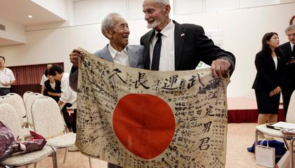 U.S. Veteran Returns Flag to Family of Dead Japanese Soldier