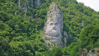 Five Colossal Stone Portraits Around the World