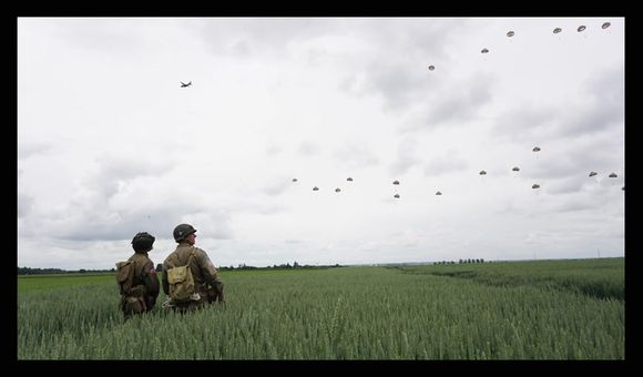 Preview thumbnail for video'David Burnett on His Experience Jumping Out of a Plane With D-Day Vets
