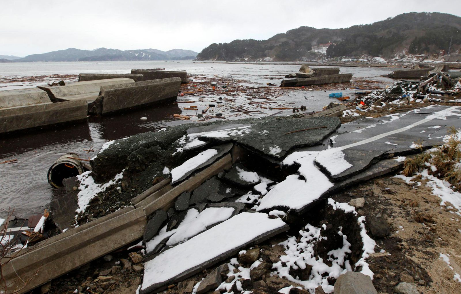 Japan Is Building A 40 Foot Wall To Stop Tsunamis Smart News Smithsonian Magazine